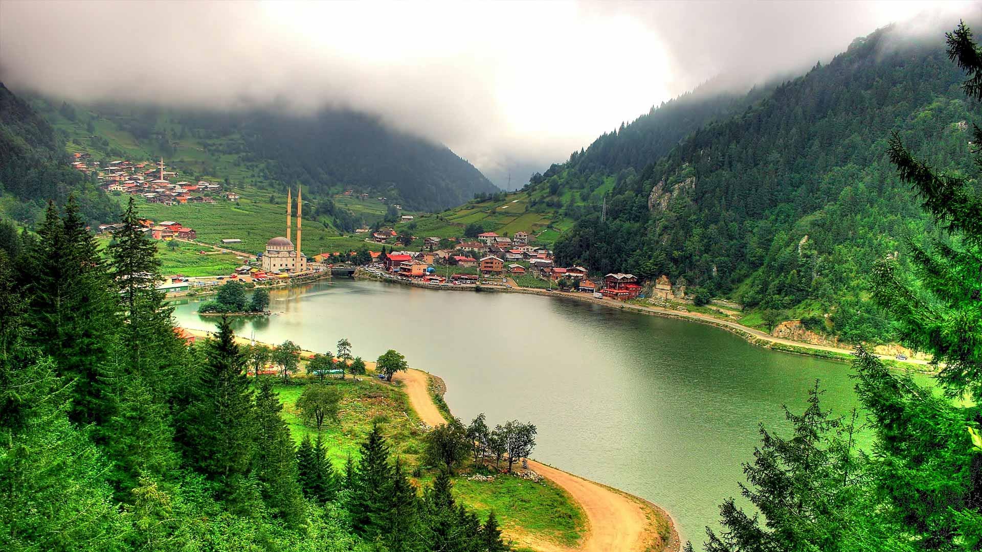 TUR PROGRAMI :  1.Gün : (Trabzon Sümela Manastırı(panaromik)-Uzungöl-Atatürk Köşkü)  Mersin çıkışlı Doğu Karadeniz turu muzda yolculuğumuza Niğde,Kay